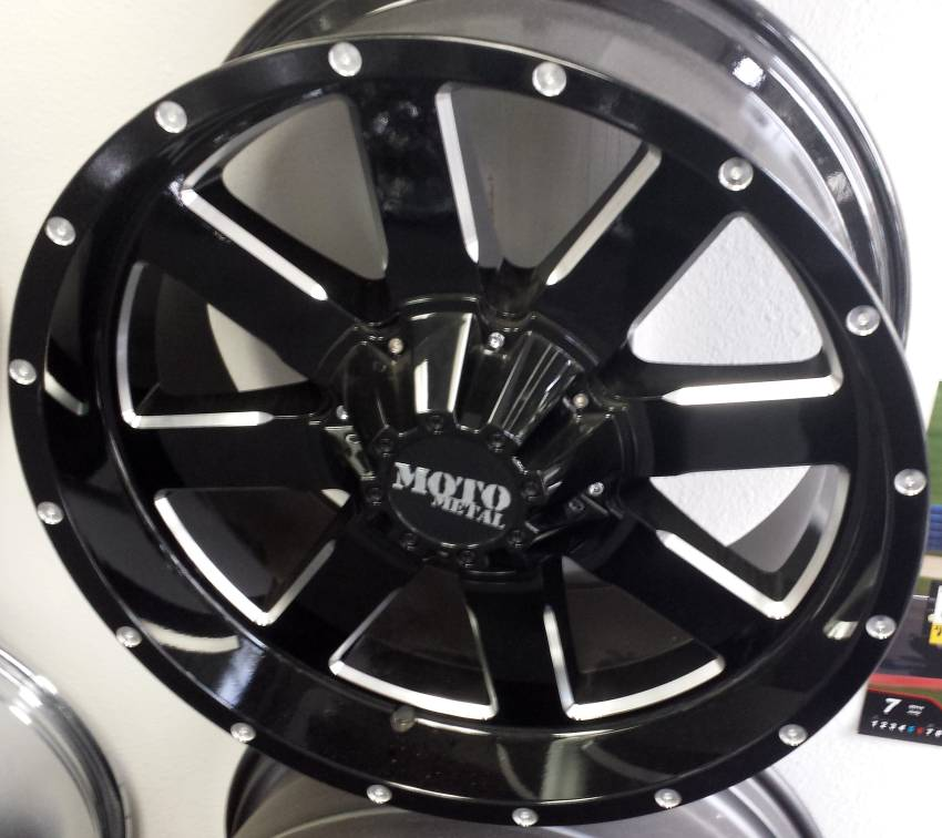 20x9 Moto Metal MO962 Gloss Black Milled
